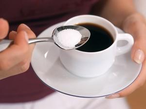 Café com açúcar (Foto: MAY/BSIP/Arquivo AFP)