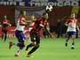 Serginho se reinventa como terceiro zagueiro e ameniza críticas no Sport