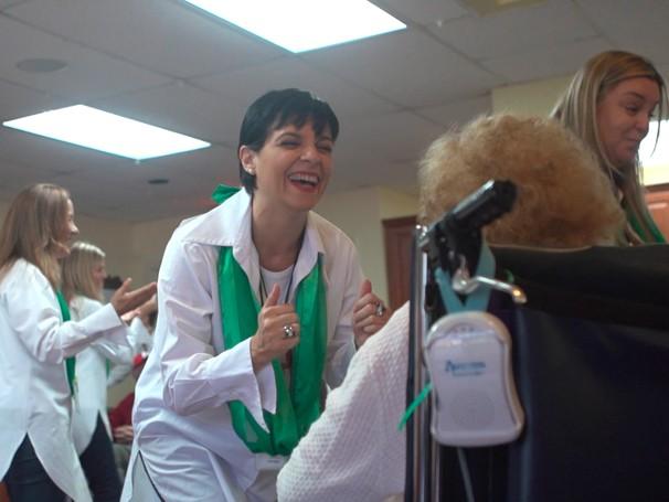 Brazilian Voices: brasileiras que vivem na Flórida cantam para pacientes de hospitais e internos em asilos; Como Será? (Foto: Globo)