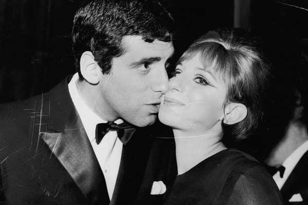 Barbra Streisand e Elliott Gould (Foto: Getty Images)