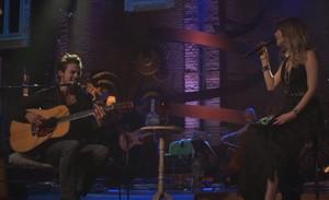Sandy e Tiago Iorc lançam versão ao vivo de 'Me Espera'