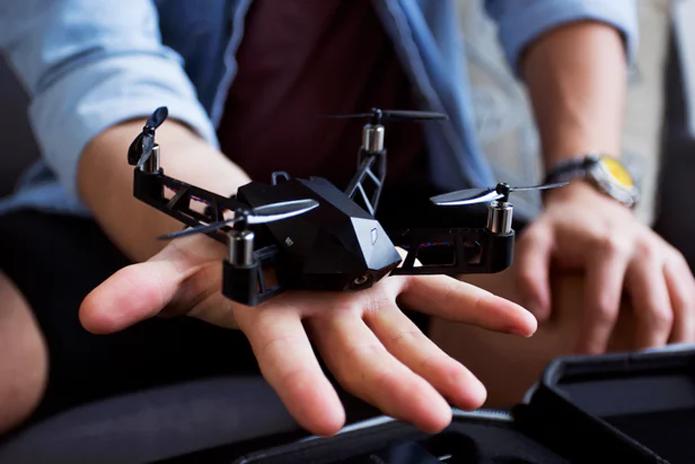 Drone é pequeno e tem diversos recursos para facilitar o uso (Foto: Divulgação/Ruiven)