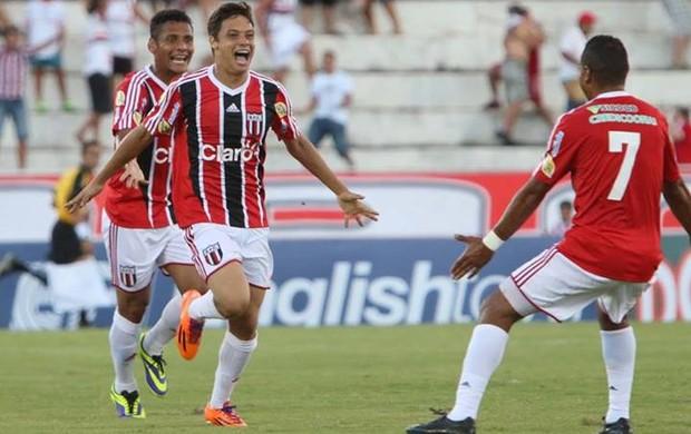 Mike marca o gol da vitória botafoguense sobre a Ponte Preta (Foto: Rogério Moroti/Ag. Botafogo)