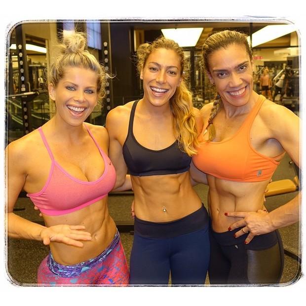 Karina Bacchi e amigas (Foto: Reprodução/ Instagram)