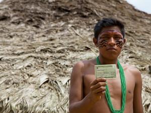 O indígena Charles Xirixana foi às urnas na comunidade Sikamabiu, reserva Yanomami, em Roraima (Foto: Inaê Brandão/G1 RR)