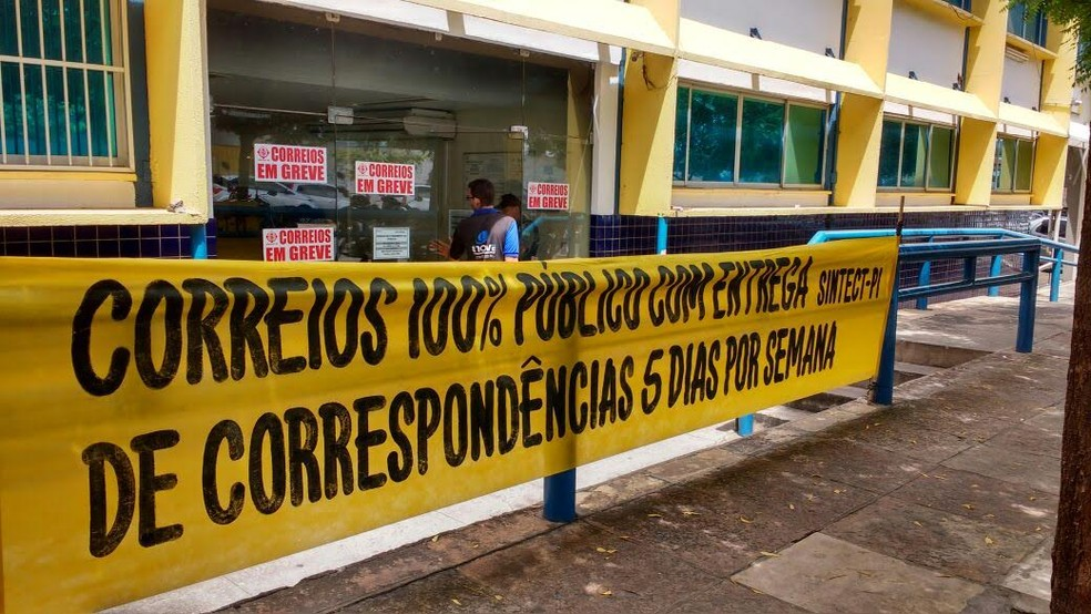 Funcionários dos Correios deflagaram greve por tempo indeterminado (Foto: Junior Feitosa/G1)