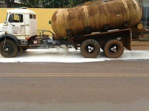 caminhão canápolis (Foto: Polícia Militar Rodoviária/Divulgação)