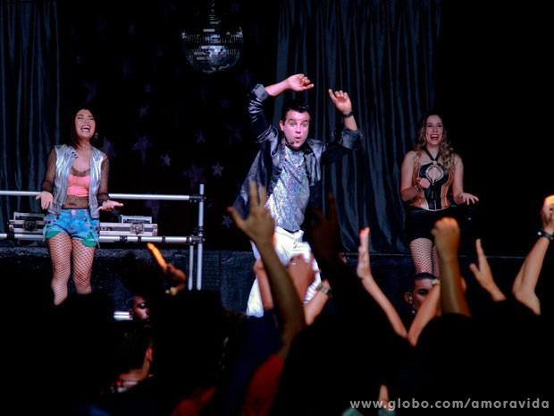 Carlito sobe ao palco na mesma noite que Valesca Popozuda (Foto: Ellen Soares / TV Globo)