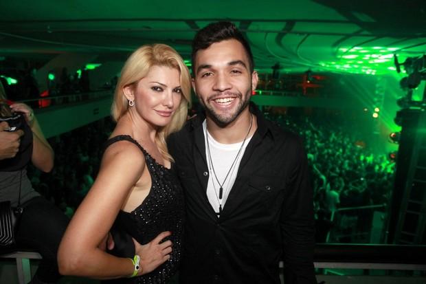 Antônia Fontenelle e Jonathan Costa em baile funk no Rio (Foto: Isac Luz/EGO)