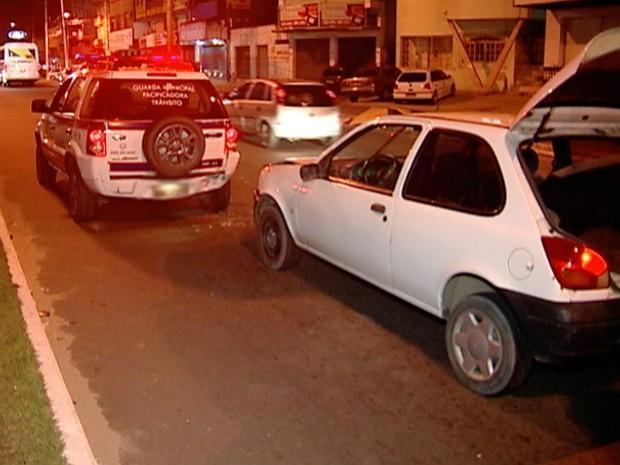 Vigilante atingiu a traseira de veículo da Guarda de Trânsito de Vila Velha (Foto: Reprodução/TV Gazeta)