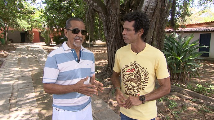 Jackson conversa com o babalorixá Júlio Braga sobre intolerância (Foto: TV Bahia)