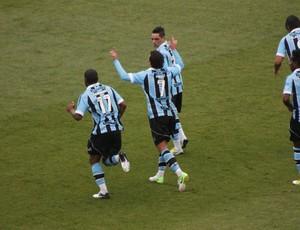Elano comemora gol no gre-nal (Foto: Diego Guichard/GLOBOESPORTE.COM)