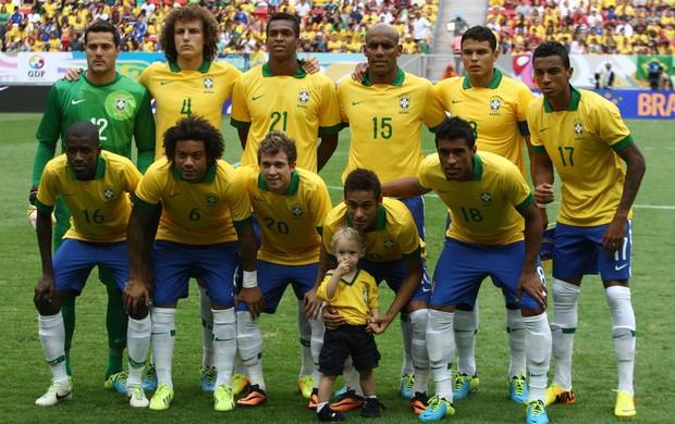 Seleção brasileira contra a Austrália com filho de Neymar (Foto: Mowa Press)