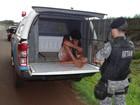 Corpo com faca cravada é achado em porta-malas e suspeito é preso em MS