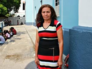 Maria da Glória, de 58 anos, durante Enem 2015 (Foto: Adneison Severiano/G1 AM)