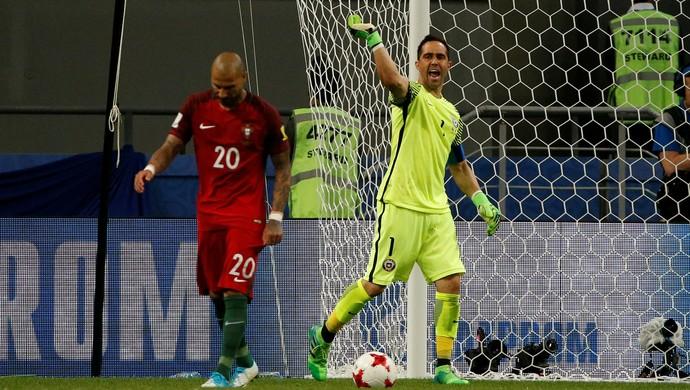 Bravo; Quaresma; Portugal x Chile (Foto: Reuters)