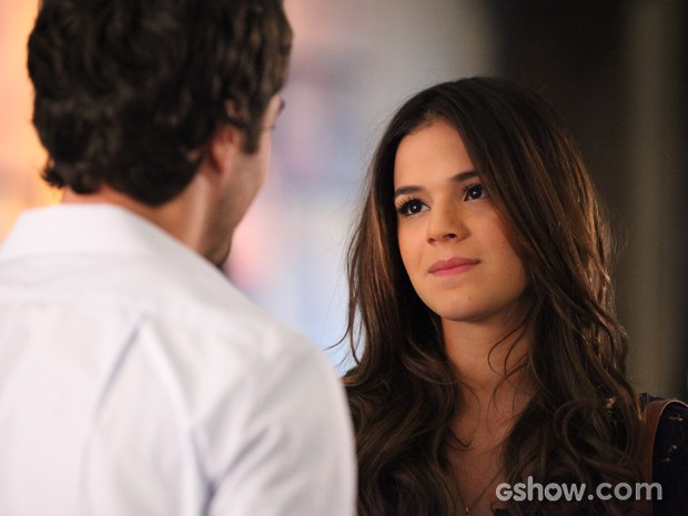 Luiza fica tocada com as palavras de seu amor (Foto: Carol Caminha/TV Globo)