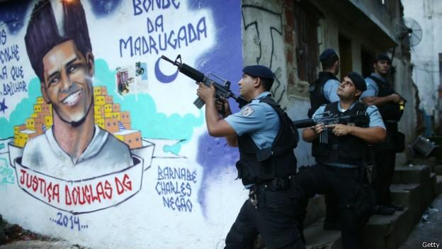 Altos índices de violência do Brasil tornam o tema da segurança delicado para o país, avalia instituto (Foto: Getty/BBC)
