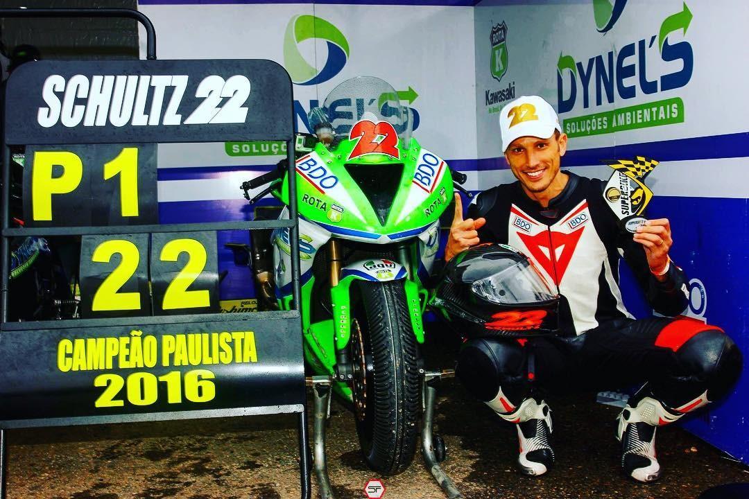 Alex depois da vitória na etapa paulista do Campeonato Brasileiro de Superbike (Foto: Reprodução/Instagram)