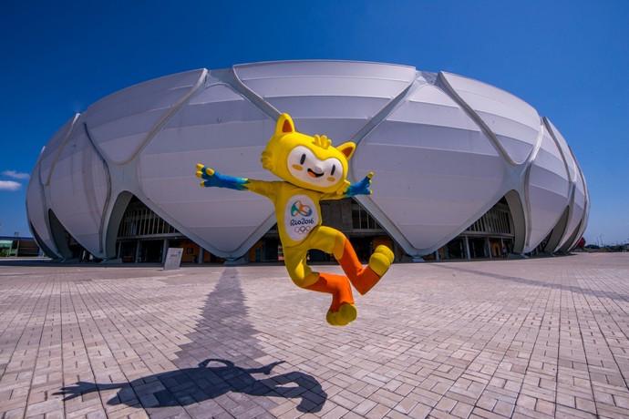 Mascote olímpico na Arena da Amazônia (Foto: Joel Arthus/Secom)
