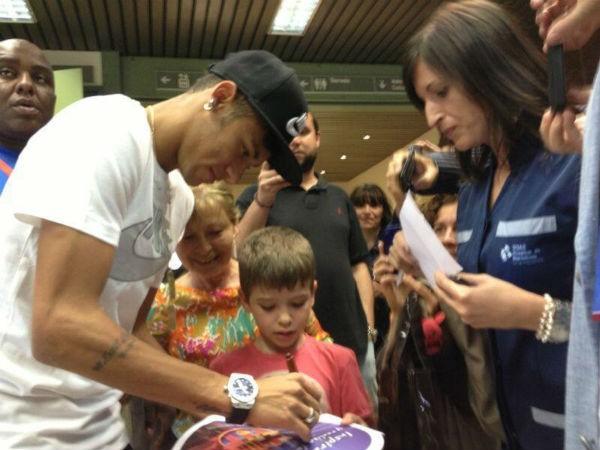 Neymar já fez os exames médicos para entrar no Barça (Foto: Site oficial de Neymar/Reprodução: Globoesporte.com)
