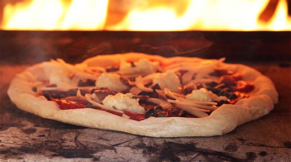 Pizza e lenha: dupla deixa ar mais poluído (Foto: Reprodução)