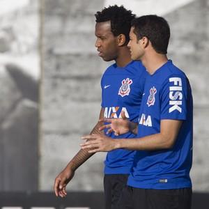 Melhor defesa em 2013, Corinthians vive inversão de papeis com Grêmio
