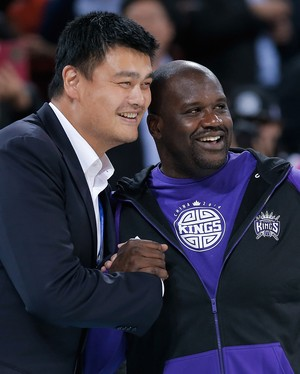 Yao Ming e Shaquile Oneal Brooklyn Nets x Sacramento Kings NBA (Foto: Getty Images)