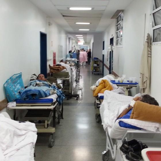 Corredor do Hospital do Mandaqui, em São Paulo (Foto: Marcos Alves / Agência O Globo)