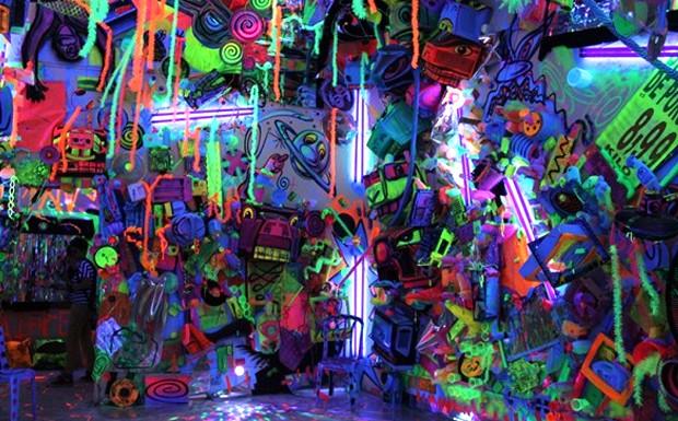 Lilian Pacce - Instalao inspirada na boate criada nos anos 90 pelo prprio artista, Kenny Scharf  (Foto: Caio Ramalho / Reproduo lilianpacce.com.br)