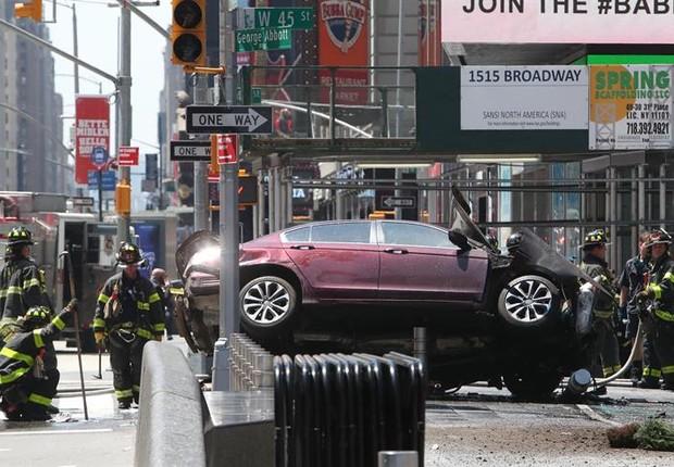 Carro atropelou pedestres na Times Square (Foto: EFE)