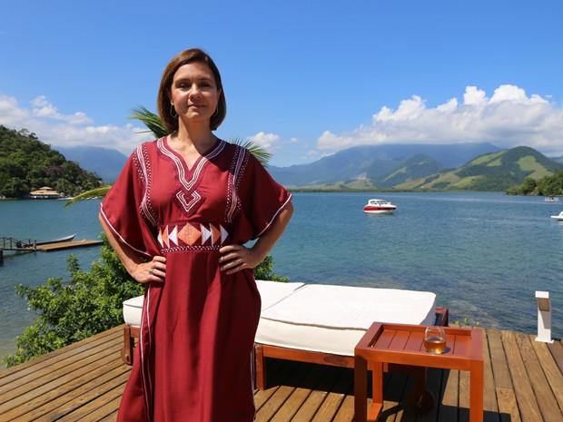 Adriana Esteves grava cenas de Inês em Angra (Foto: Hellen Couto/Gshow)