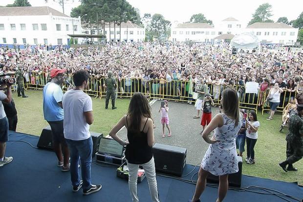 Milhares de pessoas curtiram o lançamento de Além do Horizonte (Foto: Euricles Macedo/RPC TV)