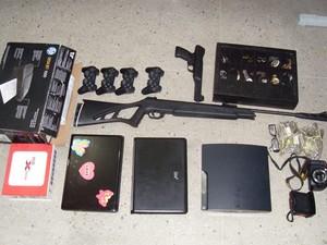 Material foi apreendido na casa dos suspeitos de estelionato (Foto: Divulgação/Polícia Civil do RN)