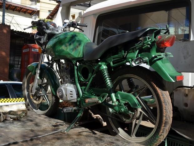 Segundo GM, rapaz usava moto para traficar e roubar em Piracicaba (Foto: Fernanda Zanetti/G1)