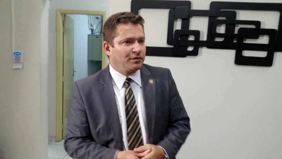 Roberto Alves Barbosa Júnior, delegado regional de Varginha, explicou a situação de Bruno (Foto: Régis Melo/G1)