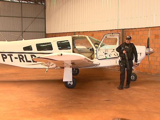 Aeronave apreendida em Ituverava, SP, nesta quinta-feira (16), durante operação da PF contra contrabando (Foto: Reprodução/EPTV)