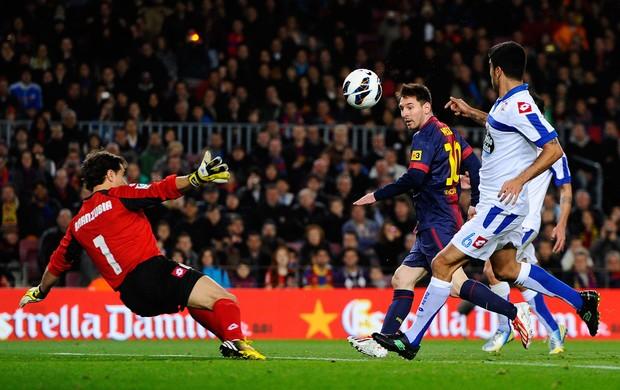 Messi marca gol do Barcelona sobre o La Coruna (Foto: Getty Images)