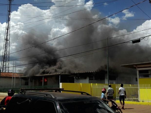 Problema em aparelho de ar condicionado teria causado incêndio. (Foto: Divulgação/ Polícia Militar)