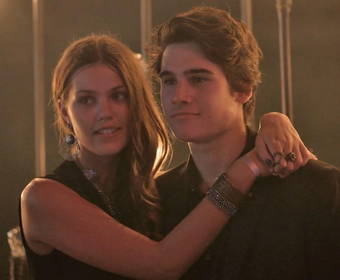 Alina, papel de Pâmela Tomé, namora com Rodrigo, vivido por Nicolas Prattes (Foto: Isabella Pinheiro/Gshow)