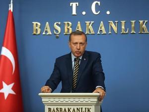 Primeiro ministro da Turquia, Recep Erdogan, anuncia que mudará seu gabinete, após três ministros pedirem demissão por serem envolvidos em caso de corrupção. (Foto: Adem Altan/France Presse)