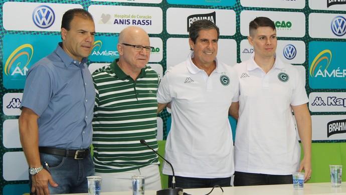 Artur Neto é apresentado no Goiás (Foto: Fernando Vasconcelos / GloboEsporte.com)