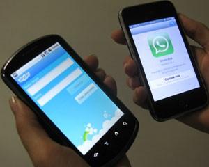 Aplicativos do Skype e WhatsApp permitem falar por voz e mensagem gratuitamente pela internet (Foto: Gustavo Petró/G1)