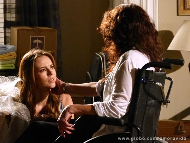 Paloma se emociona diante da mãe Mariah (Foto: Amor à Vida / TV Globo)