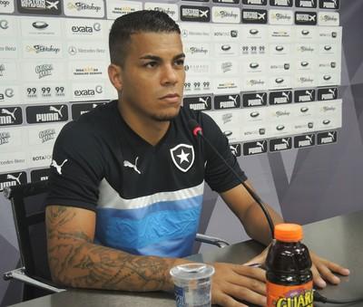 Thiago Carleto Botafogo (Foto: Marcelo Baltar / GloboEsporte.com)