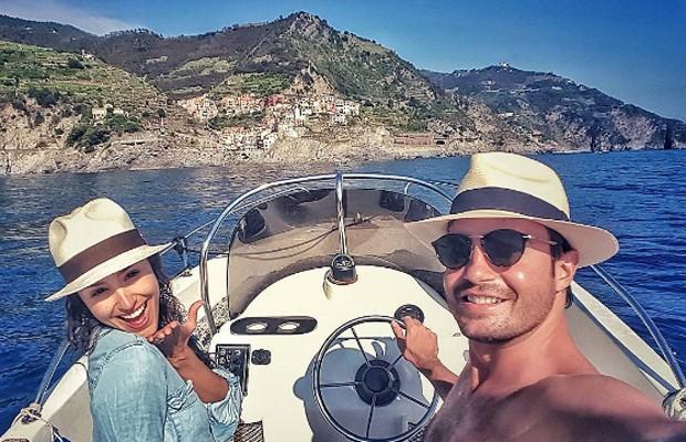 Casal na Riviera de Cinque Terre (Foto: Reprodução/Instagram)