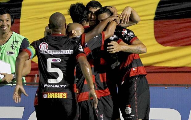 William comemora Gol do Vitória (Foto: Eduardo Martins / Agência Estado)