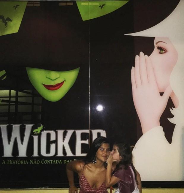 Giulia e Olívia assistem ao musical 'Wicked' (Foto: Reprodução/Instagram)
