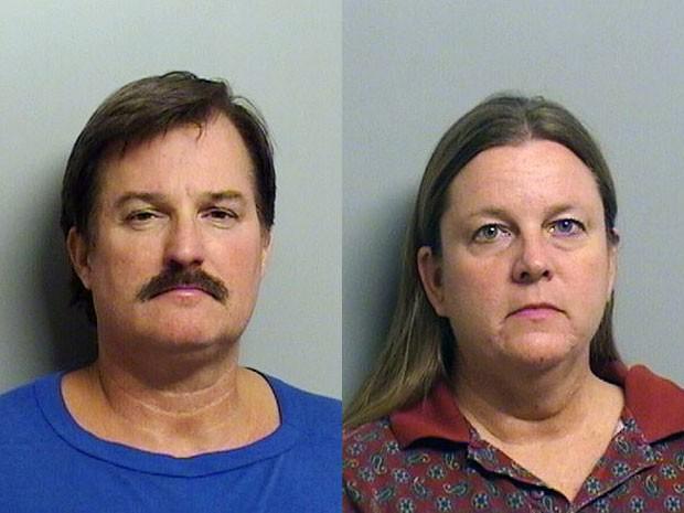 Shannon Kepler e sua mulher, Gina, após serem presos nesta terça-feira (5) (Foto: Tulsa County Sherriff's Office/AP)