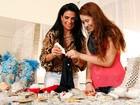 Solange Gomes passa o tempo criando colares para a filha Stephanie
